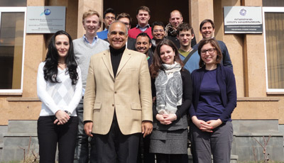 Raffi Hovannisian Receives Students from Cambridge
